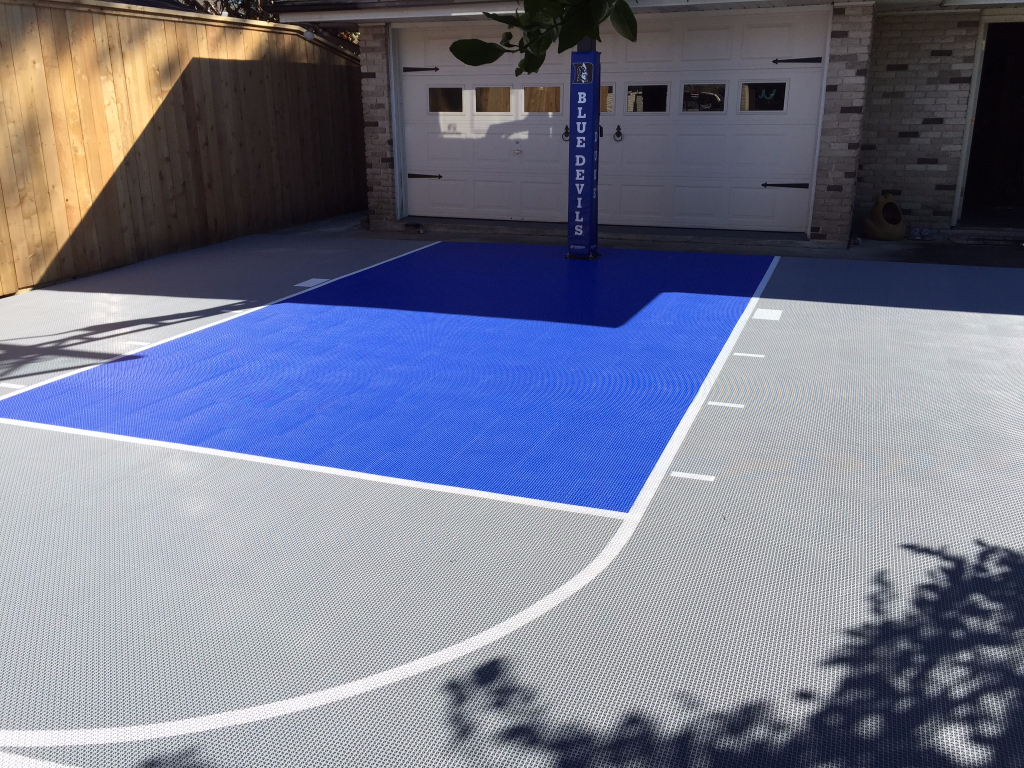 Bright blue and grey court with Duke pole pad